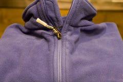 羊毛制被折叠的紫色的毛线衣 免版税库存照片