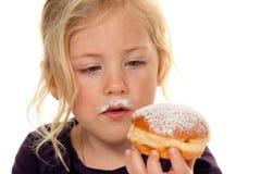 狂欢节儿童油炸圈饼 库存图片