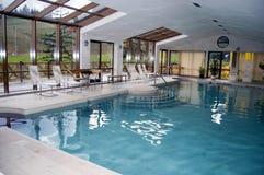 室内游泳池 库存照片