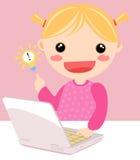 计算机逗人喜爱女孩使用 免版税库存照片