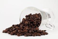 溢出的豆咖啡 库存图片