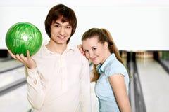 耦合年轻人 免版税图库摄影