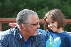 与爸爸的对话 免版税图库摄影