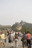 взбираясь Великая Китайская Стена Стоковые Фото