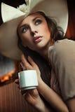 咖啡饮用的夫人 库存图片