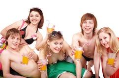 享用组人的鸡尾酒 免版税库存图片