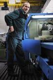 Άνθρωποι εργαζομένων στο εργοστάσιο Στοκ εικόνα με δικαίωμα ελεύθερης χρήσης
