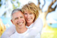 пары зреют усмехаться Стоковые Фото