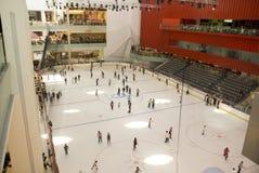 迪拜冰购物中心溜冰场 库存图片