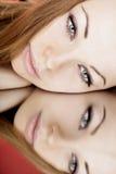 美丽的女孩镜子 免版税库存图片