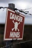 опасность минирует знак Стоковое фото RF