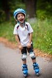 男孩愉快的冰鞋 免版税库存照片