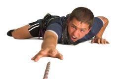 到达绳索的登山家 免版税库存图片