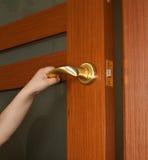 άνοιγμα χεριών πορτών Στοκ εικόνα με δικαίωμα ελεύθερης χρήσης