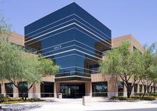 编译的总公司外部现代新的办公室 免版税库存图片