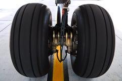 飞机轮胎 免版税库存照片