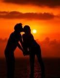 浪漫的亲吻 免版税库存照片
