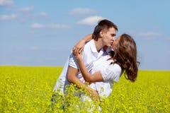 浪漫的亲吻 免版税库存图片