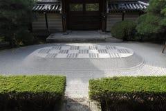日本假山庭园 免版税库存图片