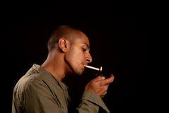 抽烟 免版税图库摄影