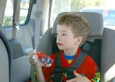 吃冰棍儿小孩 免版税图库摄影