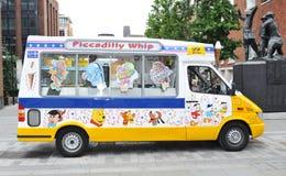 奶油色冰有篷货车 免版税库存照片