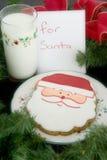 曲奇饼牛奶圣诞老人 图库摄影