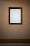 木框架老桃红色的墙壁 免版税库存照片