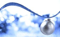 ασήμι Χριστουγέννων σφαιρ Στοκ Φωτογραφία