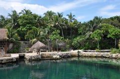 热带海滩的小屋 库存照片
