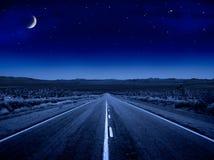 满天星斗晚上的路 库存照片