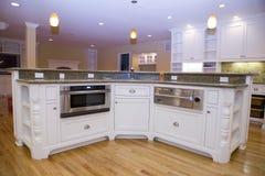 被改造的厨房豪华现代 免版税库存照片
