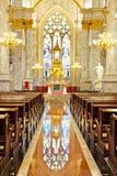 在内部里面的天主教教会 库存图片