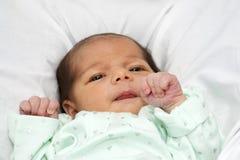 婴孩看起来开放宽的眼睛女孩 免版税库存图片