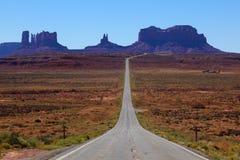 向美国犹他谷的纪念碑路 免版税库存图片