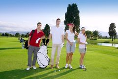 路线高尔夫球组人球员合作年轻人 免版税库存图片