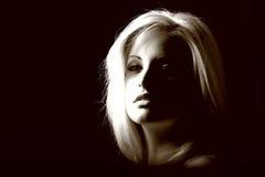 白肤金发的模型性感的妇女 免版税库存照片