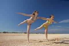 παραλία που ασκεί τα κορί Στοκ Εικόνες