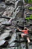 登山人岩石 免版税库存图片
