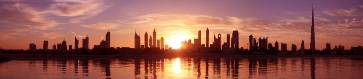 Городской пейзаж Дубай, восход солнца Стоковые Изображения RF