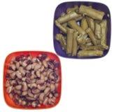 芦笋黑色碗五颜六色的被注视的豌豆 免版税库存照片