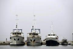 小船靠码头的捕鱼 库存照片