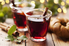 圣诞节饮料被仔细考虑的酒 免版税库存照片
