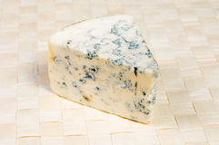 голубой отлитый в форму сыр Стоковые Изображения RF