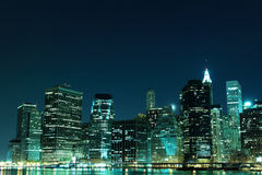 城市点燃新的晚上地平线约克 免版税图库摄影