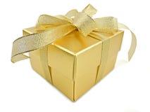 把金黄的礼品装箱 库存图片