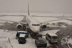 机场被取消的闭合的飞行 免版税库存照片