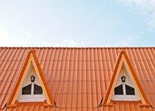 双山墙房子屋顶 免版税库存照片
