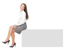 横幅坐的妇女 免版税库存图片