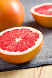 被切的葡萄柚红色 图库摄影